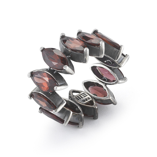 Una convertible ring in silver with garnets by Mary Esses