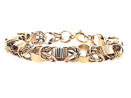 Vintage gold bracelet from Beladora worn by Kelly Osbourne to the 2014 Emmys