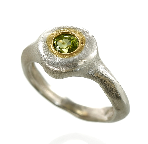Eva Stone flush-set peridot ring
