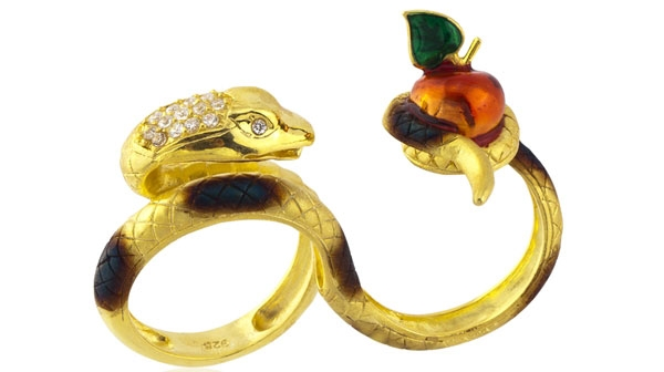 Karina Ariana snake and apple two-finger ring
