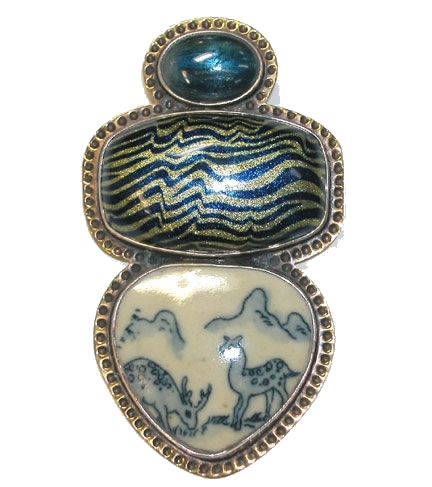Amy Kahn Russell vintage Chinese porcelain pin/pendant