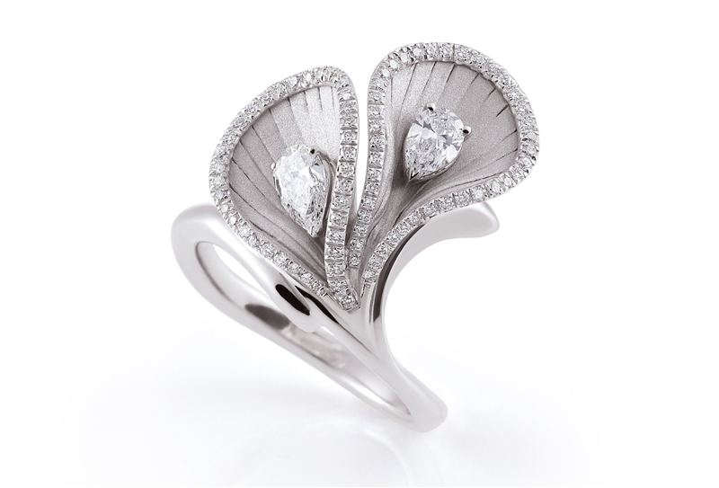 Annamaria Camilli Premiere collection diamond flower ring