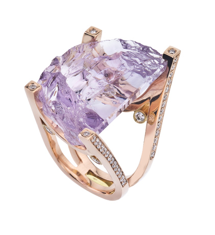 Ring in 14k gold with amethyst and diamonds by Adeler