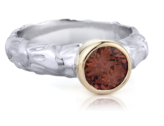 Babette Shennan ring in silver with garnet and 14k gold