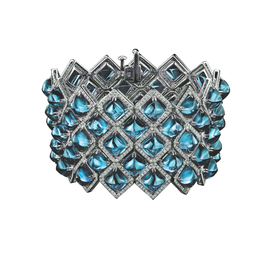 Bracelet in 18k gold with sugarloaf-cut blue topaz and diamonds from the Legacy collection from Robert Procop and Brooke Shields