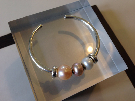 Silver bracelet with silver beads and pearls from Trollbeads