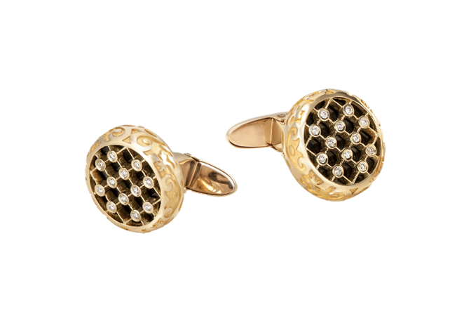 Carrera y Carrera 18k gold cufflinks