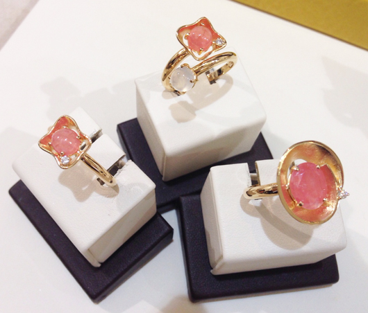 Rings in gold with rhodocrosite, pearl-colored quartz, and diamonds from Vianna's new Cetim collection