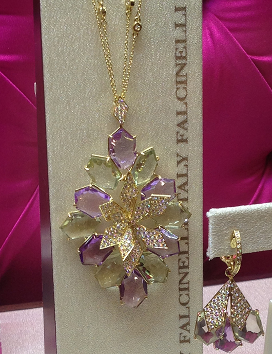 Pendant necklace in gold with amethyst and diamonds from Falcinelli