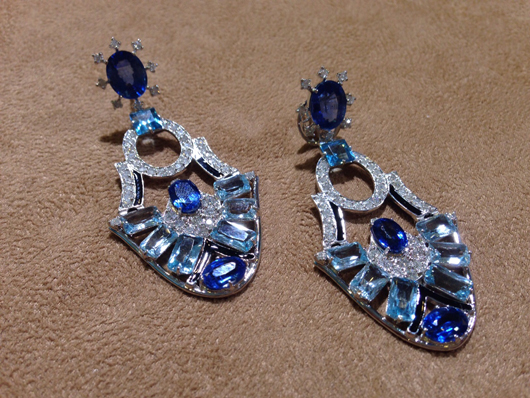 Earrings in 18k gold with blue sapphires, topaz, and diamonds from Laura Hueb
