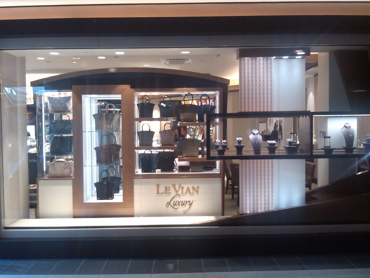 Le Vians New Le Vian by Jared Store Debuts at Roosevelt Field JCK