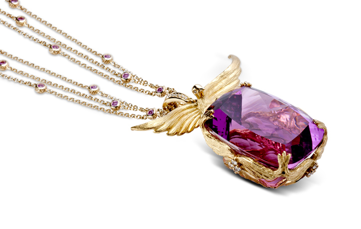 Loretta Castoro necklace in 18k gold with Kunzite and sapphires