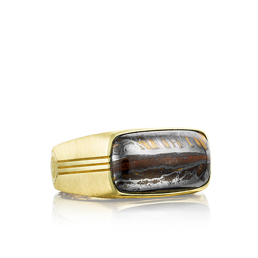 Ring in 18k gold with Tiger Iron stone from Tacori for men