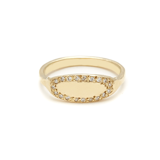 Oval signet ring in 18k gold from Elisa Solomon