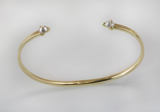Cuff in yellow gold by Ana Khouri worn by Michelle Dockery to the 2014 Emmys