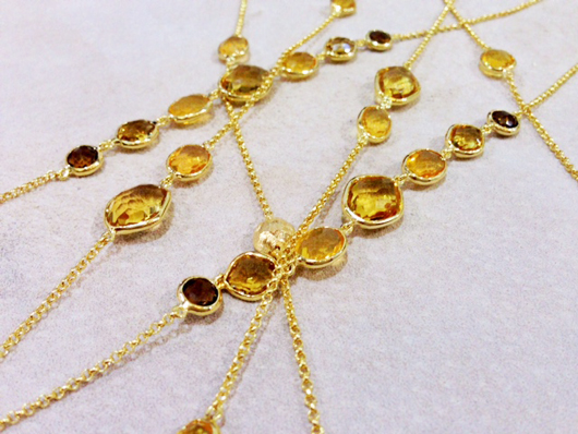 Long station necklaces in 18k gold with citrines from Vianna