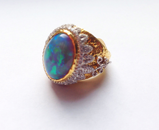 Ring in gold with opal and diamonds by Victor Velyan