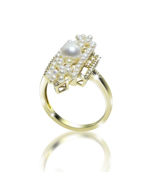 Imperial Pearl vintage-inspired ring in gold with freshwater pearls