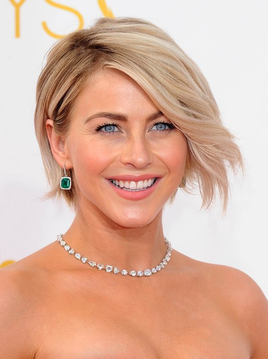Julianne Hough in platinum, emerald, and diamond jewelry by Chopard at the 2014 Emmys