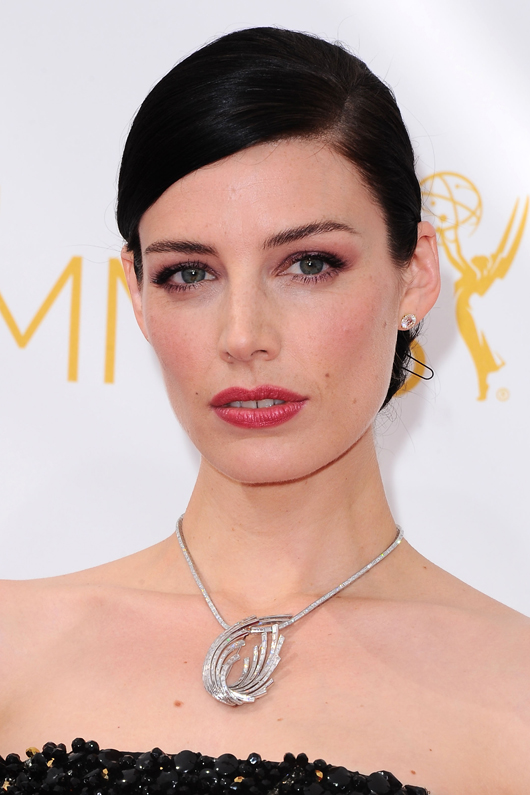 Jessica Pare in a platinum and diamond Swirl necklace by Fred Leighton at the 2014 Emmys
