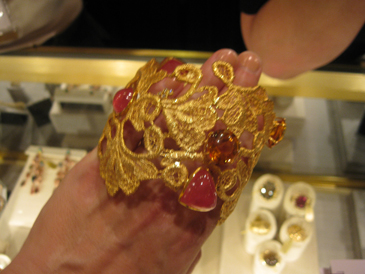 Mary Esses gold cuff