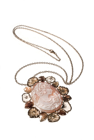 Mattioli cameo necklace in 18k gold with rose-cut diamonds