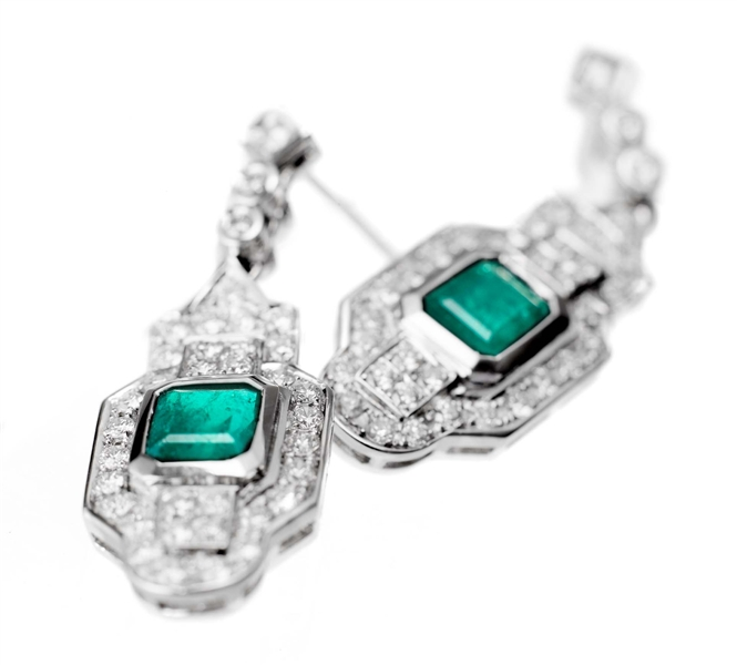 Gayubo emerald and diamond earrings