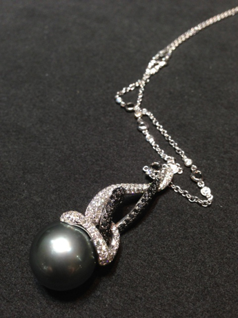 Utopia pearl necklace with snake motif from the Eden collection