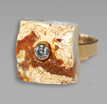 Ambermoda gold ring with amber and diamond