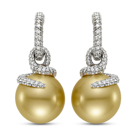 Earrings in gold with golden pearls and diamonds