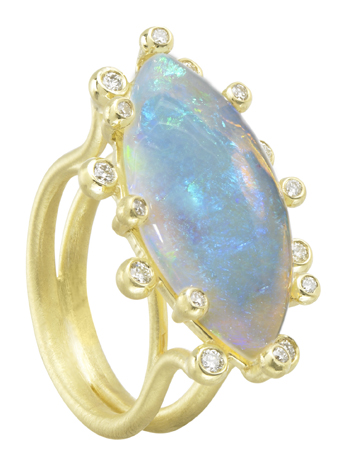 Ring in 18k gold with opal and diamonds by Suzy Landa