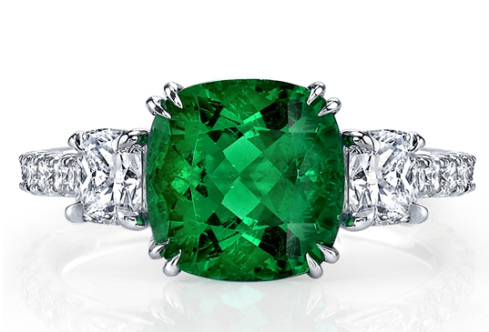Omi Privé emerald and diamond ring