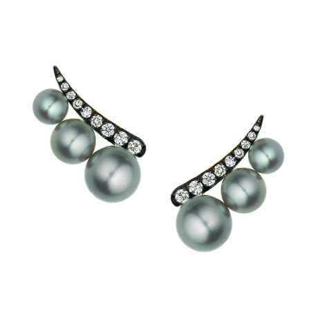 Ear climber in gold with Tahitian pearls from Jemma Wynne