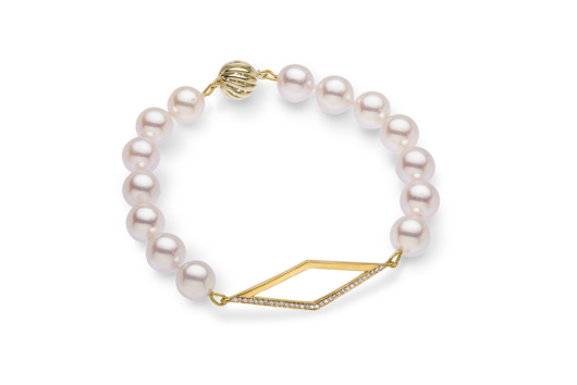 Triangle bracelet in gold with akoya pearls by Zhulia