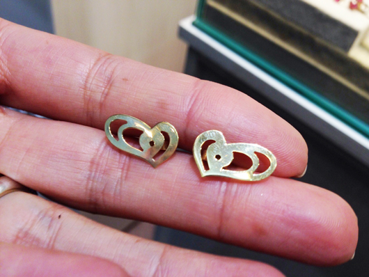 Wide heart earring backs from Paixão Joias help wearers with damaged lobes