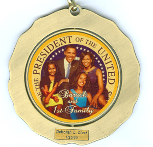 Obama family bronze medallion by Lucoral & Lupearl Group