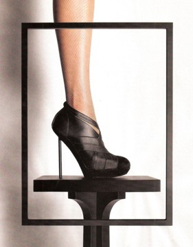 scale_ysl-shoe-w-narrow-heel.jpg