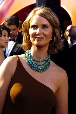 long-straight-neck_cynthianixon-2004-emmy-awards.jpg