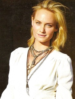 nested-pendants-amber-valletta-nov-2009-vogue.jpg