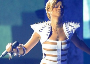 spikes_rihanna-in-shrug-w-spikes-rev.jpg
