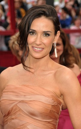 2010-oscars_demimoore-cu-earrings.jpg