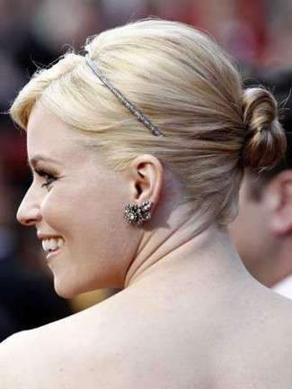 2010-oscars_elizabethbanks-cu-headband-earrings.jpg