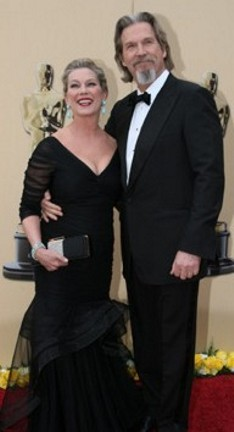 2010-oscars_jeffbridges-and-wife_rev-60h.jpg