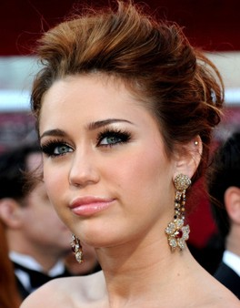2010-oscars_mileycyrus-cu-lorraine-schwartz-ruby-dia-earrings.jpg