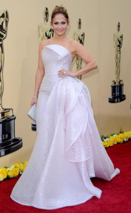 side-emphasis_jenniferlopez-in-armani-prive-2010-academy-awards.jpg
