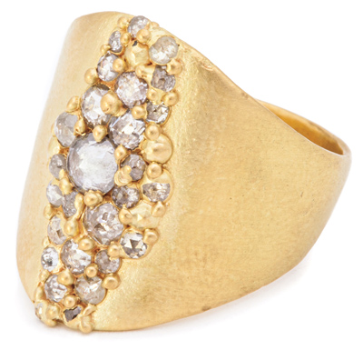 jck0516_lux_feat1_pollywales_ring.jpg
