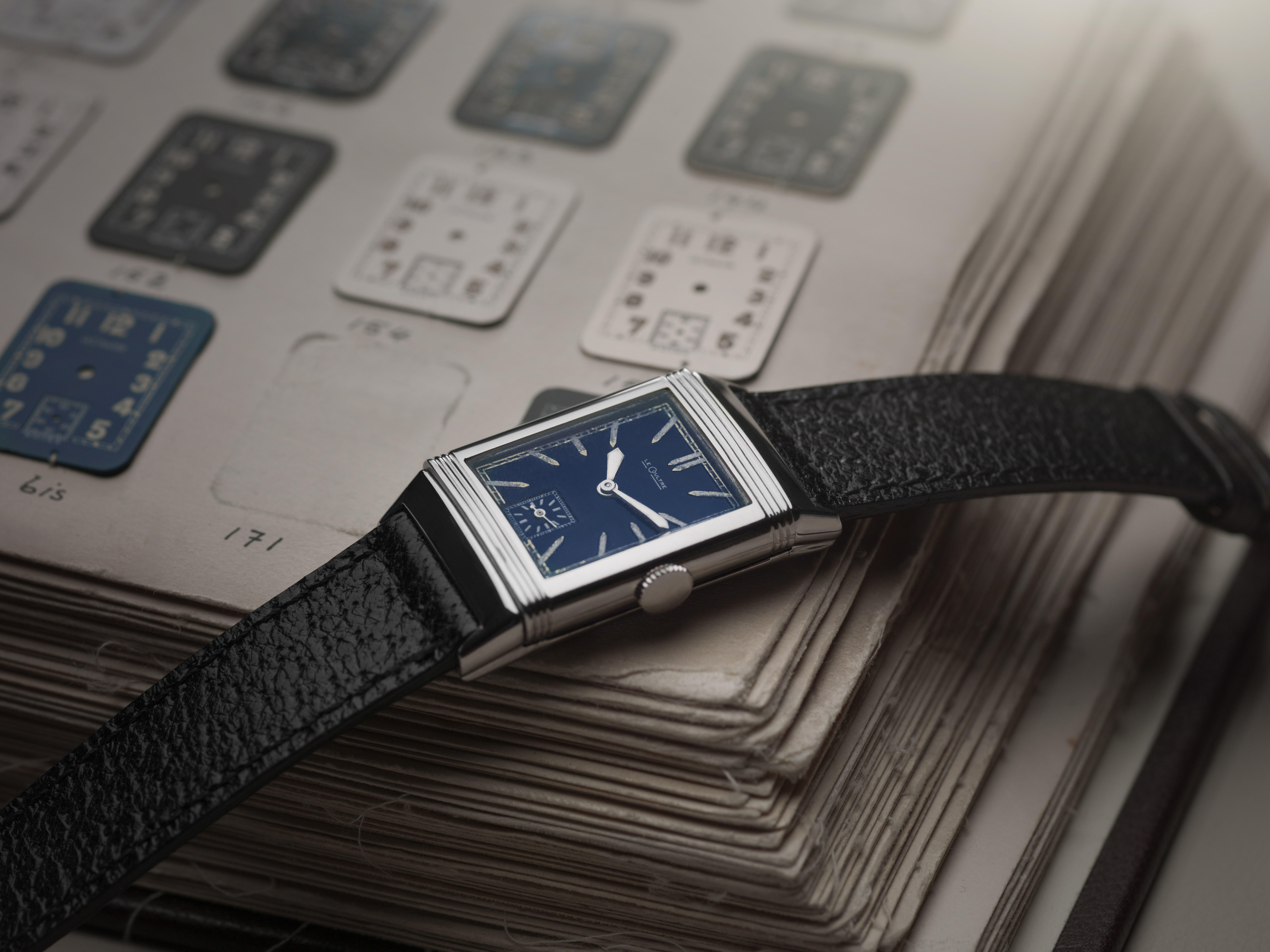 1933_reverso_with_blue_lacquered_dialcjohannsauty.jpg
