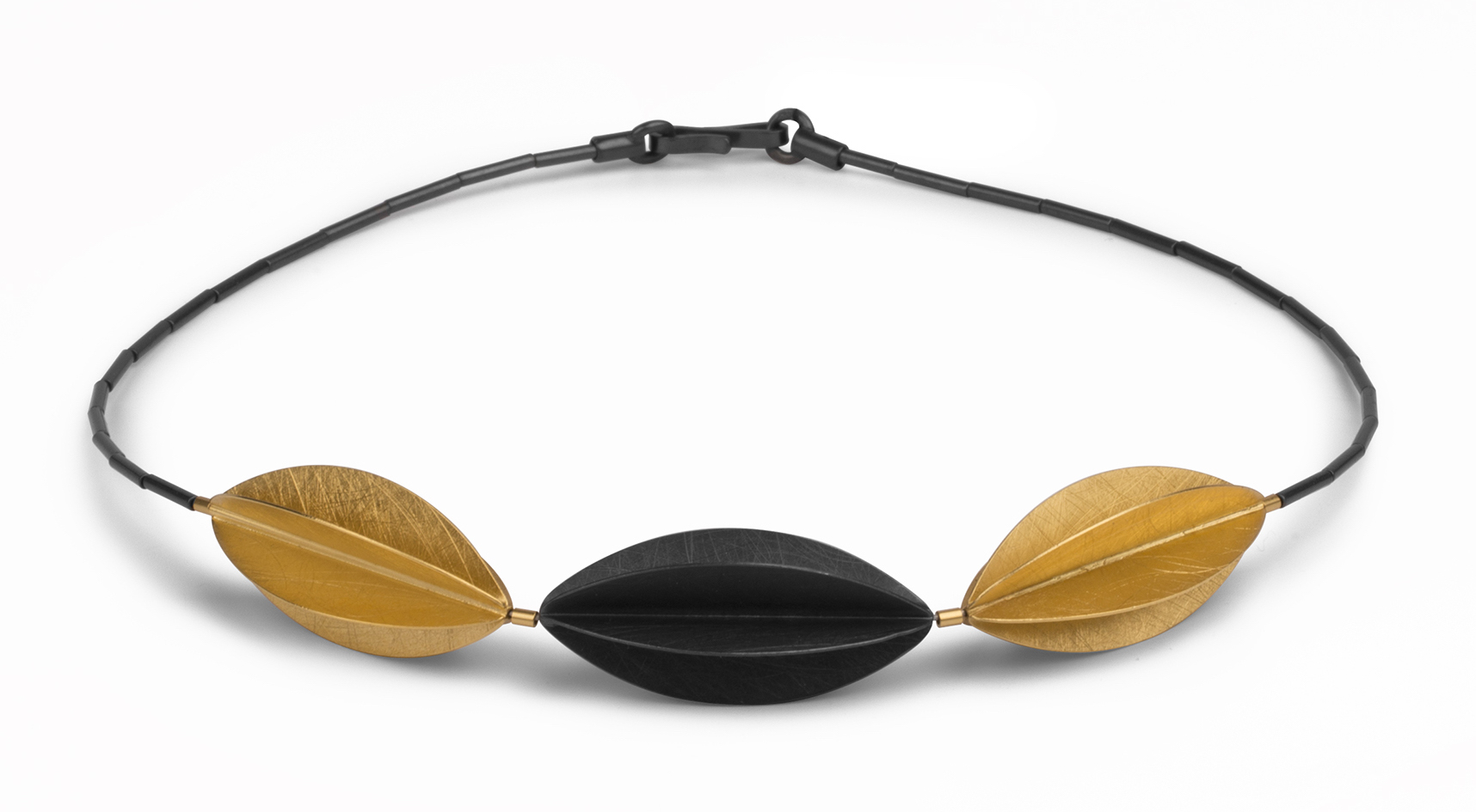 Marcin Zaremski two-tone necklace | JCK On Your Market