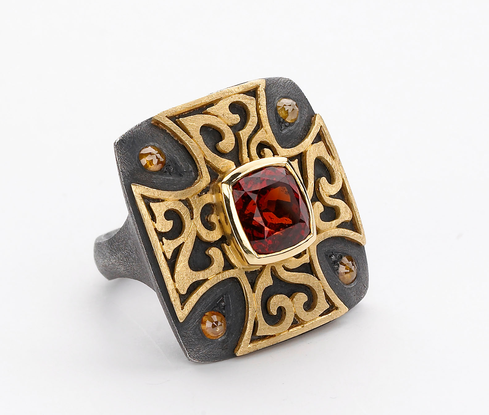 Alishan garnet two-tone ring | JCK On Your Market